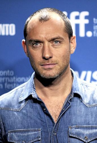 Quelle femme Jude Law a-t-il aimé en commun avec les autres hommes de ce quiz ?