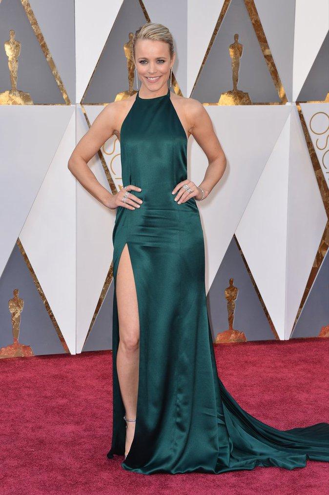 Rachel McAdams porte une robe August Getty Atelier