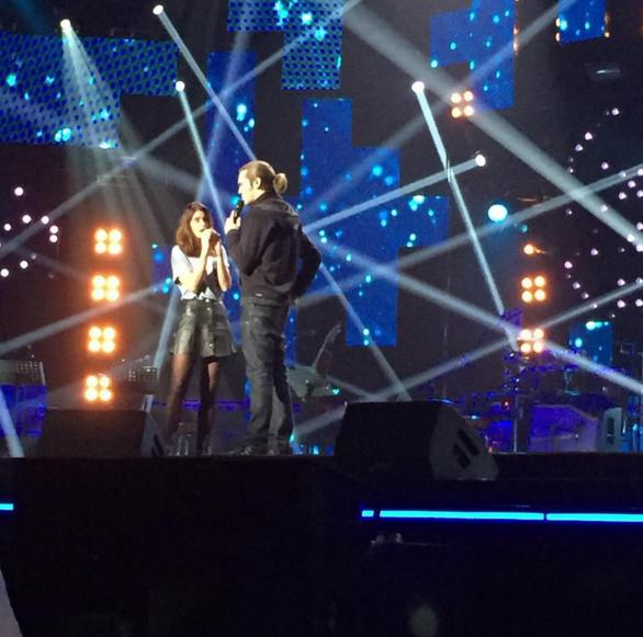 """Amaury Vassili au concert """"Tout le monde chante contre le cancer"""" au Zénith de Paris le 01 décembre 2015"""