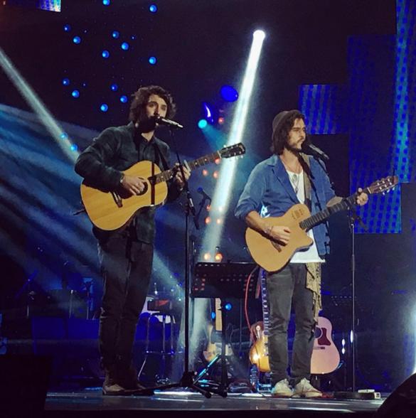 """Les Fréro Delavega lors du concert """"Tout le monde chante contre le cancer"""" au Zénith de Paris le 01 décembre 2015"""