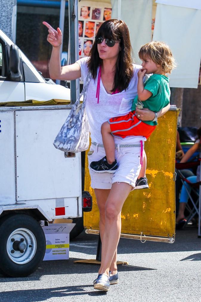 Selma Blair : journée détente avec son fils au célèbre Farmer's Market de Los Angeles !