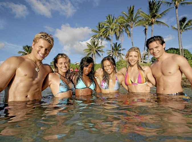 Allez-vous craquer pour ces surfeurs-là ?