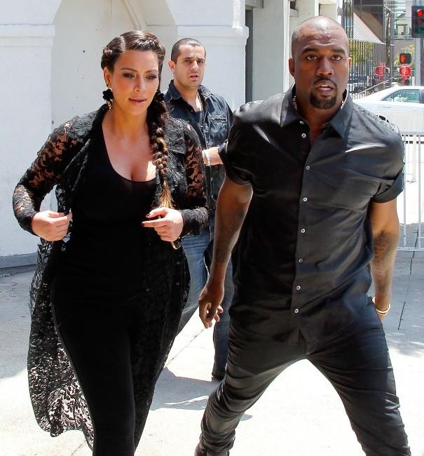 Kanye West s'en prend aux paparazzi
