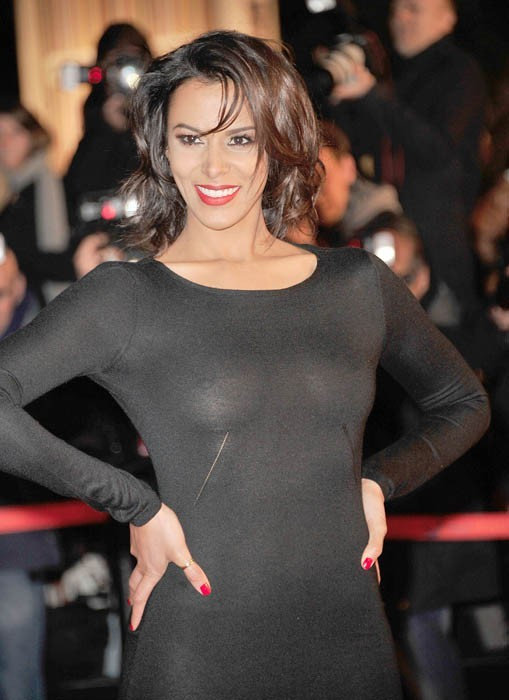 Shy'm : faussement sage dans sa petite robe noire transparente !