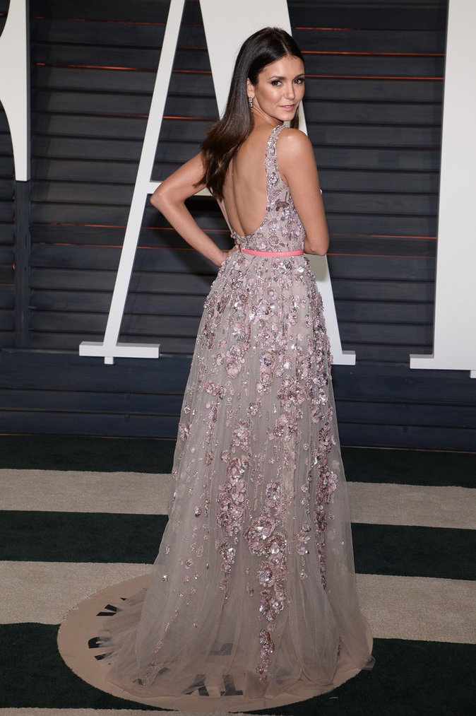 Nina Dobrev était splendide à la Vanity Fair Oscar Party