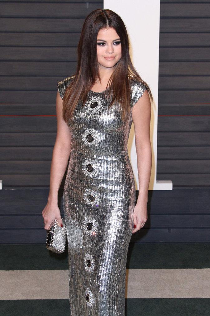 Selena Gomez, toujours très belle sur tapis rouge