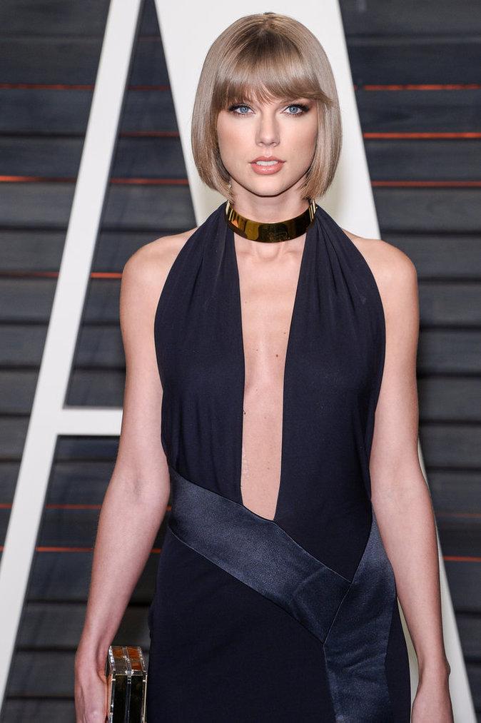 Taylor Swift a opté pour une robe maxi décolletée