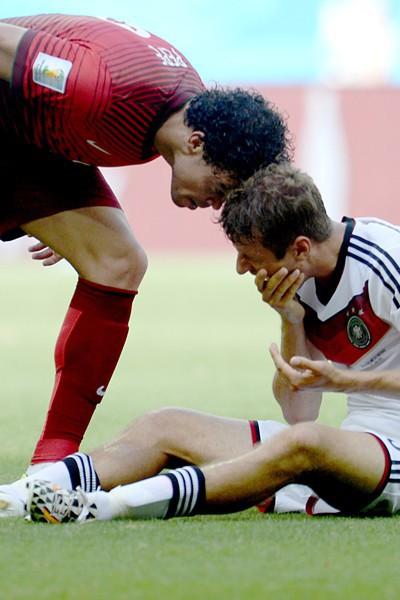 Pepe donne un coup de tête à Thomas Muller lors du match Portugal - Allemagne (Coupe du monde 2014)