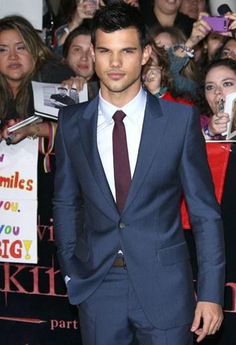 Taylor Lautner : sa plastique de rêve trouvera-t-elle des preneuses?