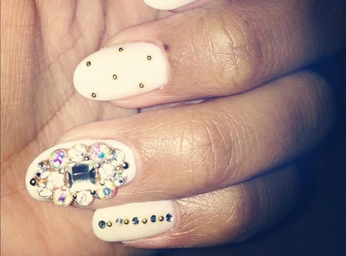 Qui se cache derrière ces ongles bling bling?