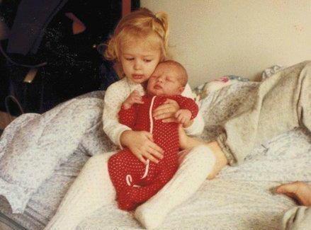 Qui sont ces deux petites poupées ?!