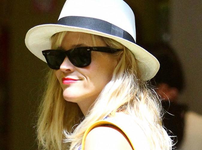 Reese Witherspoon : elle se déhanche dans une vidéo coupe de champagne à la main !