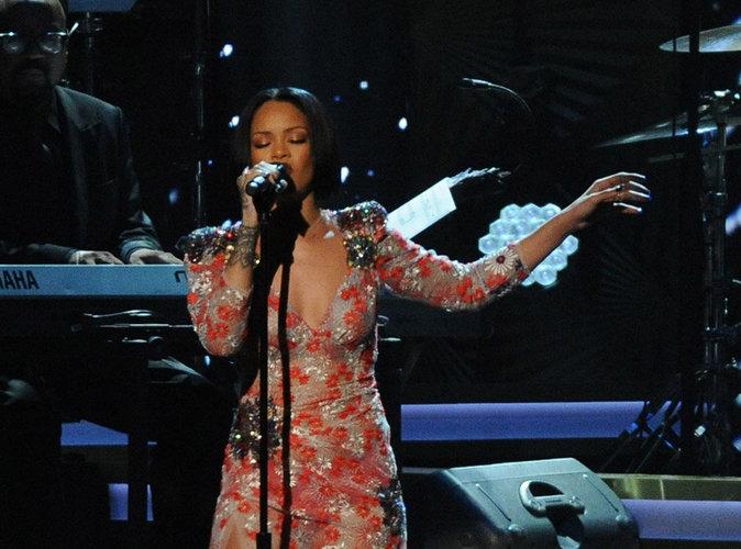 Rihanna : après son forfait aux Grammys, elle reporte sa tournée !