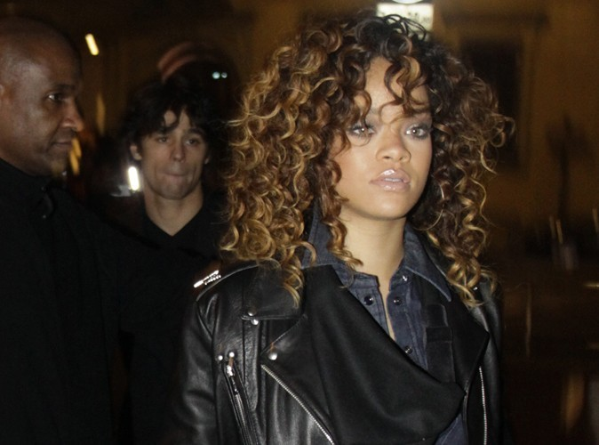 Rihanna : au McDo elle fait la queue, comme tout le monde !