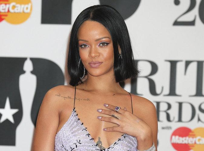 Rihanna : elle donne la chance à un fan de chanter avec elle et le résultat est incroyable !