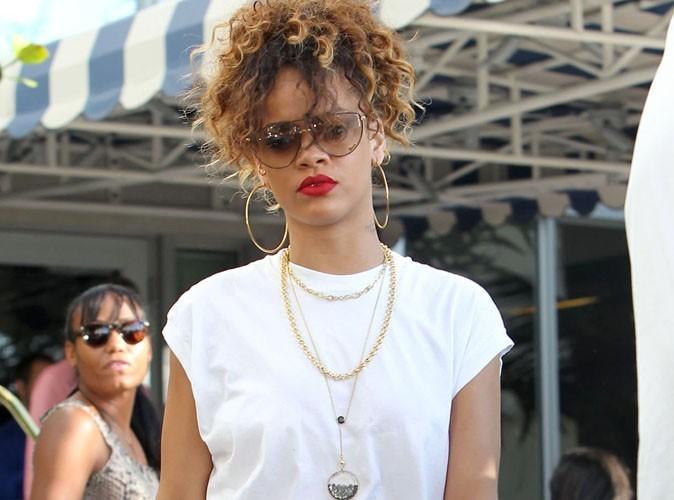 Rihanna : elle joue encore les sirènes en bikini et string sexy !