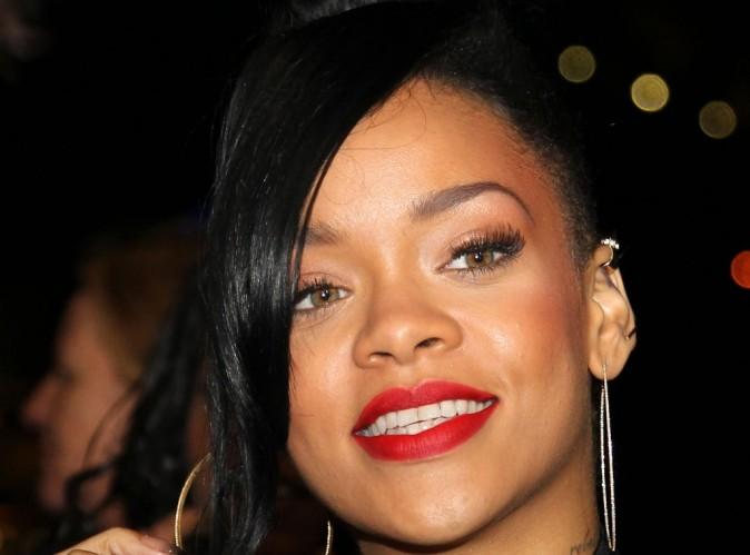 Rihanna : elle joue les voyous aux côtés de Snoop Dogg et Warren G pour rendre hommage à Tupac !