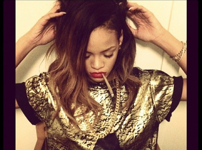 Rihanna : elle prend la pose avec un joint à la bouche!