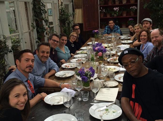 Robert Downey Jr. : une jolie tablée d'Avengers aux côtés de Scarlett Johansson et de Chris Hemsworth !