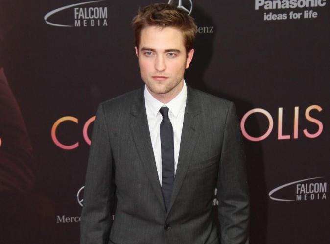 """Robert Pattinson : il veut parler """"d'homme à homme"""" avec Rupert Sanders, l'homme qui a ruiné son couple..."""
