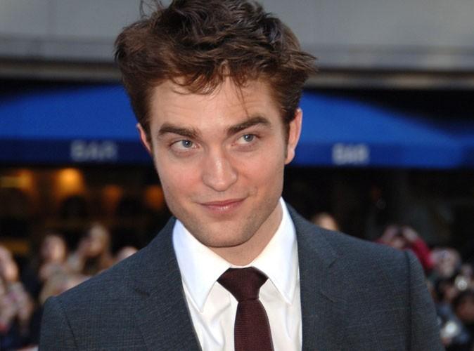 Robert Pattinson : son infirmité qui l'empêche de s'habiller !