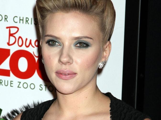 Scarlett Johansson : elle offre 3000 dollars pour un tee-shirt d'Hugh Jackman !