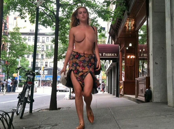 Scout Willis : seins nus pour protester dans les rues de New York !