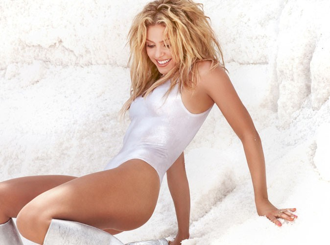 Shakira le ventre bien plat sur la pochette de son nouveau single !