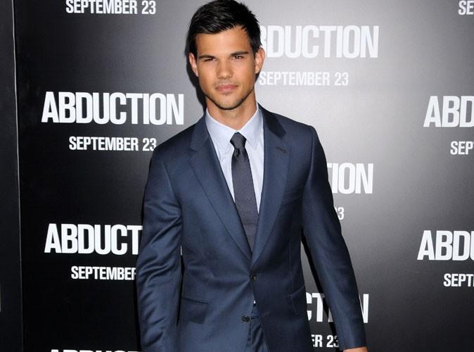 Taylor Lautner gay ? Il répond !