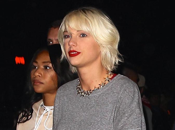 Taylor Swift : Blonde platine, look d'adolescente, elle est méconnaissable à Coachella!