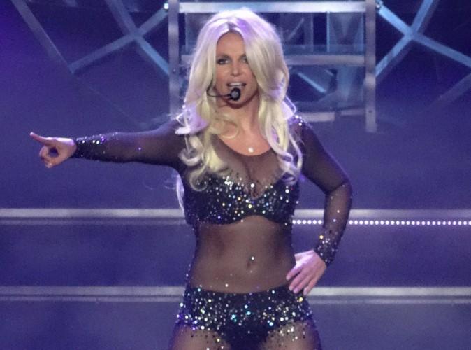 """Traitée de """"grosse sal*pe"""" en plein show, Britney Spears insulte ses fans !"""