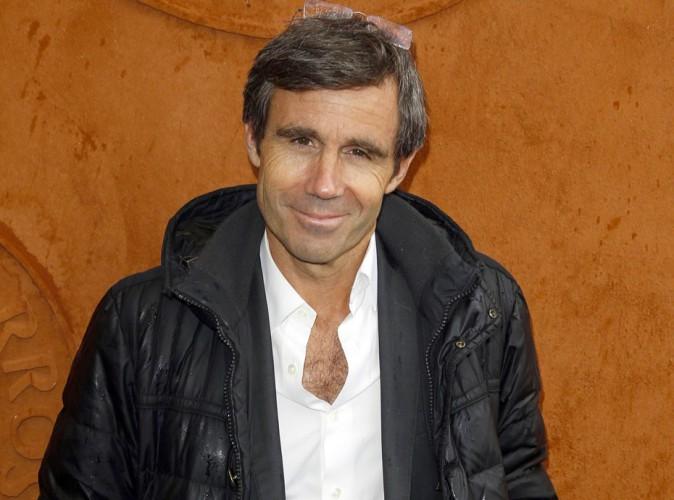 """Valérie Trierweiler : David Pujadas explique pourquoi France 2 ne parle pas de son livre, """"cri de douleur d'une femme meurtrie"""" !"""