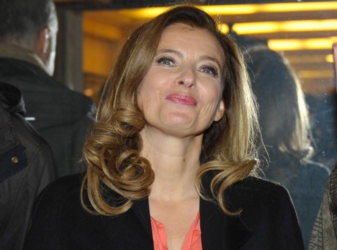 """Valérie Trierweiler : elle se défend : """"D'autres passages décrivent l'admiration que j'ai pour François Hollande"""" !"""