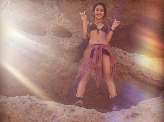 Vanessa Hudgens : elle a adopté le look bohème-sexy pour une randonnée en bikini !