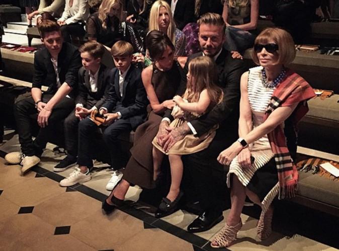Victoria Beckham : avec sa petite famille en premier rang du d�fil� Burberry !