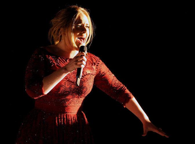 """Vidéo : Après le drame des Grammys, Adele a """"pleuré toute la journée"""""""