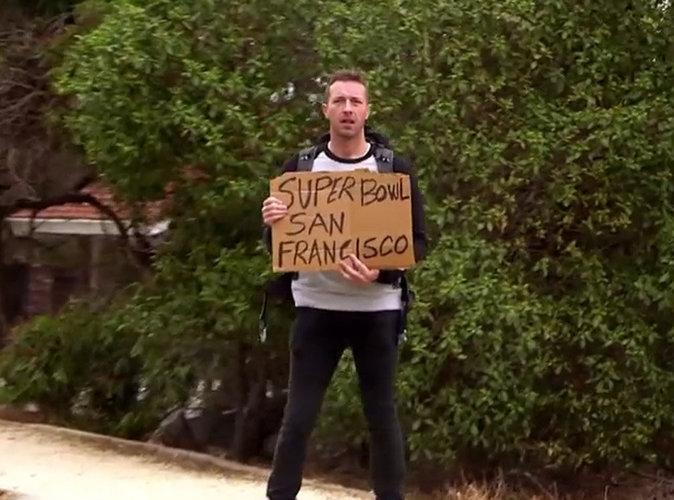 Vidéo- Chris Martin fait de l'auto-stop pour rejoindre le Super Bowl !