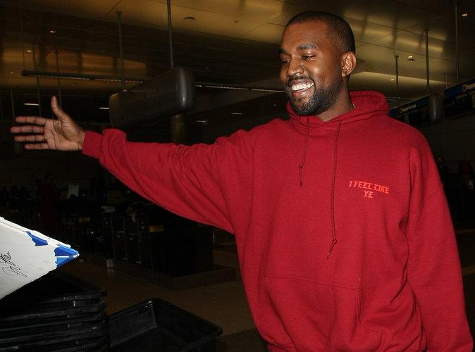 Vidéo : Kanye West : planté par son Uber il rentre avec les paparazzi !