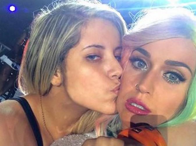 Vidéo : Katy Perry pelotée par une fan en plein concert !