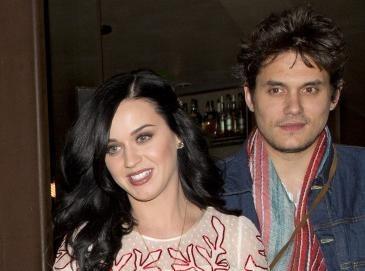Vidéo : Katy Perry : son boyfriend John Mayer lui dédie une chanson d'amour en plein concert !