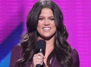 Vidéo : Khloe Kardashian : début très sexy aux commandes du X-Factor US !