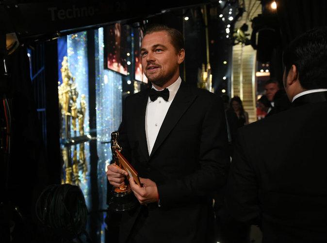 Vidéo : Leonardo DiCaprio : gai comme un pinson à la gravure de son Oscar !