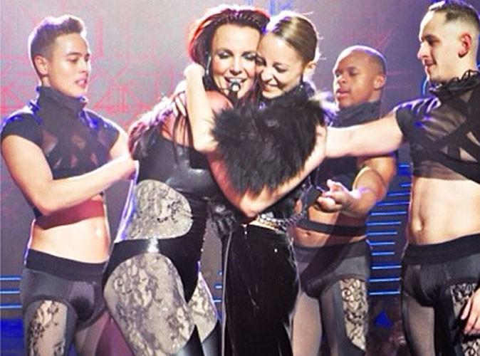 Vidéo : Nicole Richie : à quatre pattes pour sa star préférée... Britney Spears !