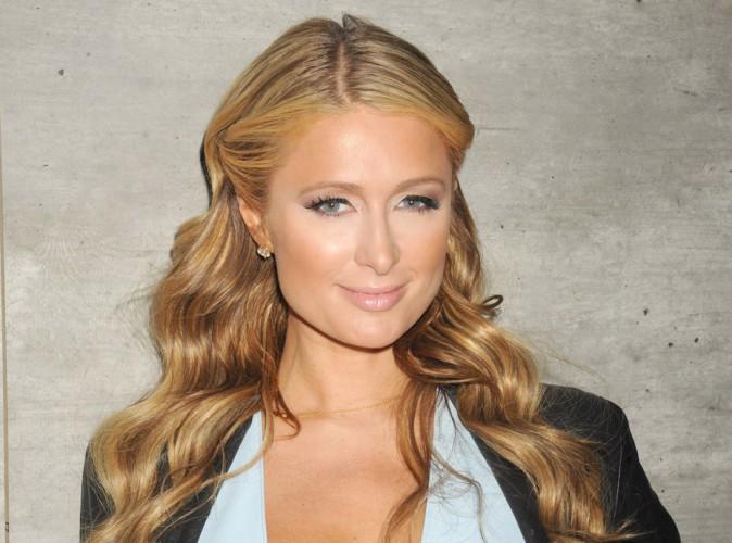 Vidéo : Paris Hilton a un orgasme sur scène !