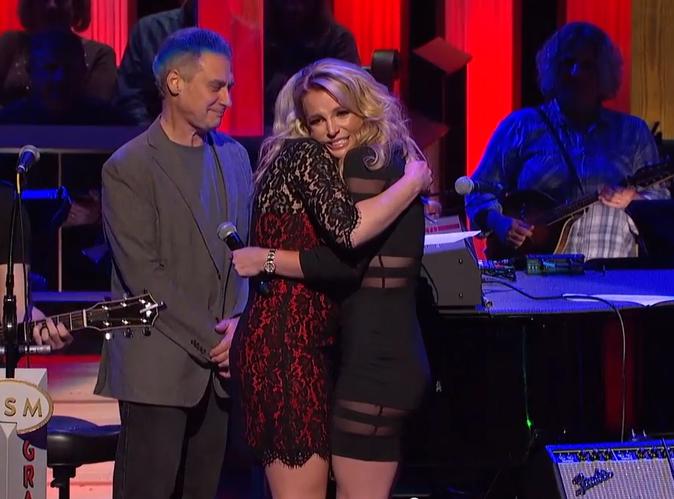 Vidéo : Quand Britney Spears console sa petite soeur sur scène !