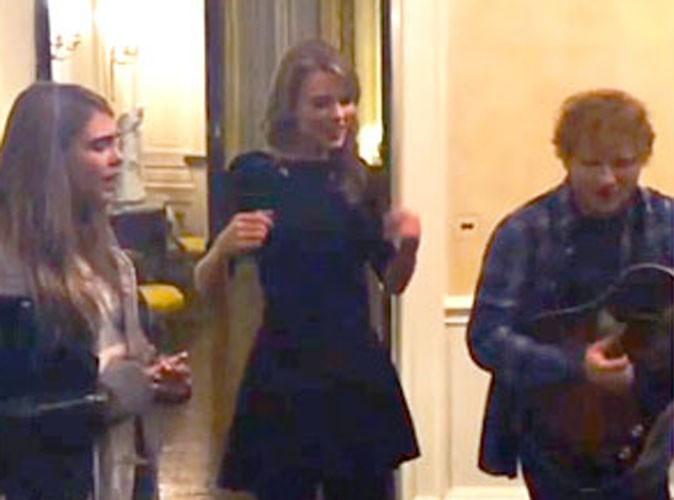 Vidéo : Taylor Swift : elle pousse la chansonnette aux côtés d'Ed Sheeran et... Cara Delevingne !