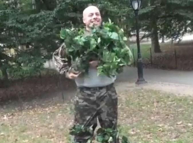 Vidéo Buzz : l'homme buisson qui donne des frissons !