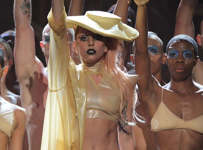 Vidéo : Grammy Awards 2011 : Lady Gaga : plus que du Madonna recyclé avec Born This Way ?