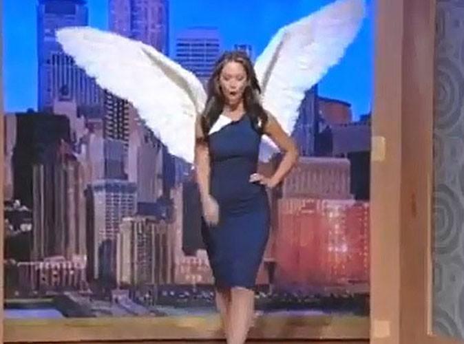 Vidéo : Jennifer Love Hewitt : elle réalise son rêve et se transforme en Victoria's Secret Angel !