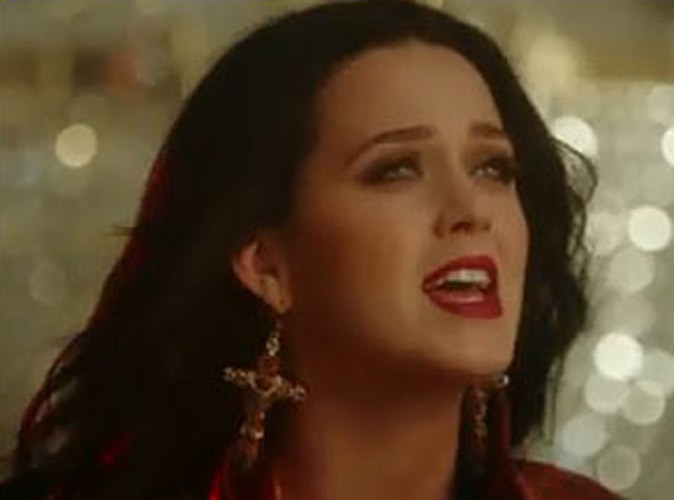"""Vidéo : Katy Perry : elle tease ses fans en dévoilant les premières secondes du clip très attendu de """"Unconditionally"""" !"""